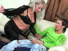 Mature horny mom fucking like a slut