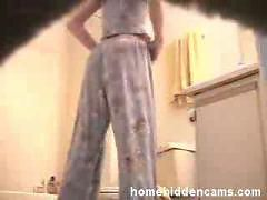 Amateur girl,  voyeur video,  spied on while changing...