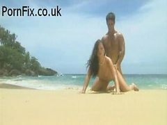 Hot babe Jessica gets fucked on the beach - PornFix.C...
