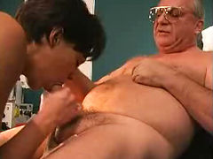 Grandpa enjoys blowjob from hot nurse in the clinic