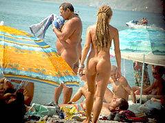 Voyeur Cam enjoys beach nudist amateur