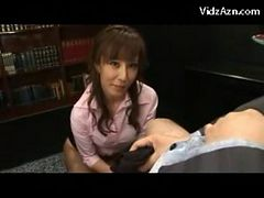 Mature Lady Rubbing Her Boss Cock With Her Pantyhose ...